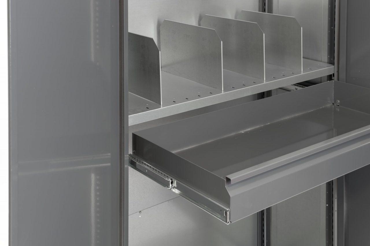 Lagerhylla med dörrar, utdragslåda och avdelare